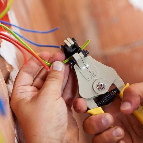 travaux d'installation électrique